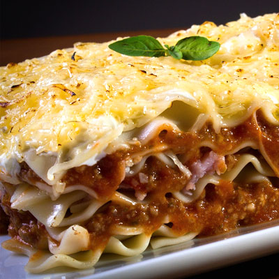sit down dinner catering lasagna